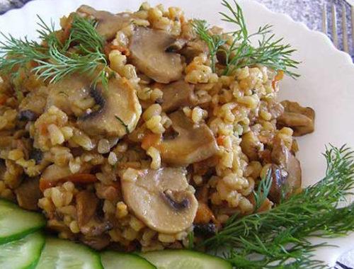 Блюдо из овощей, булгура и шампиньонов