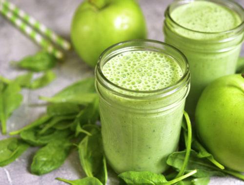 Зеленый фруктовый смузи
