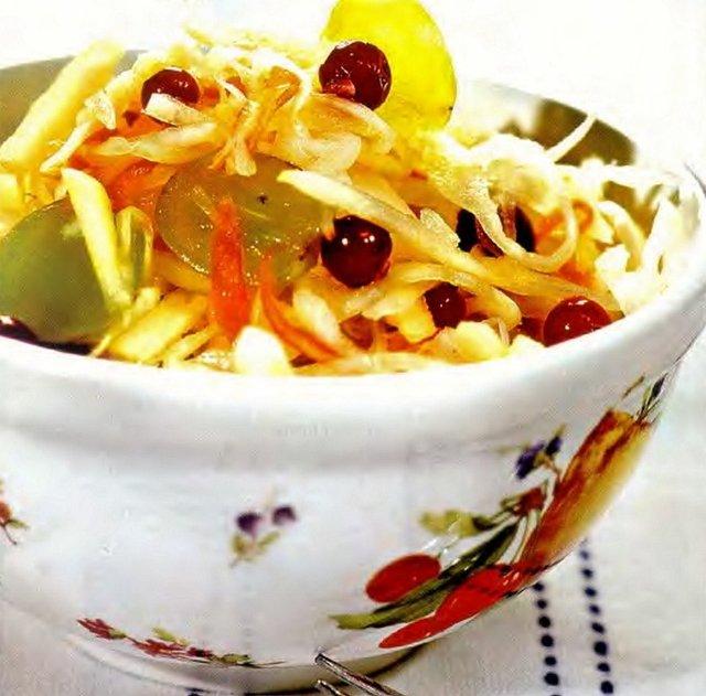 Салат из квашеной капусты «Провансаль»