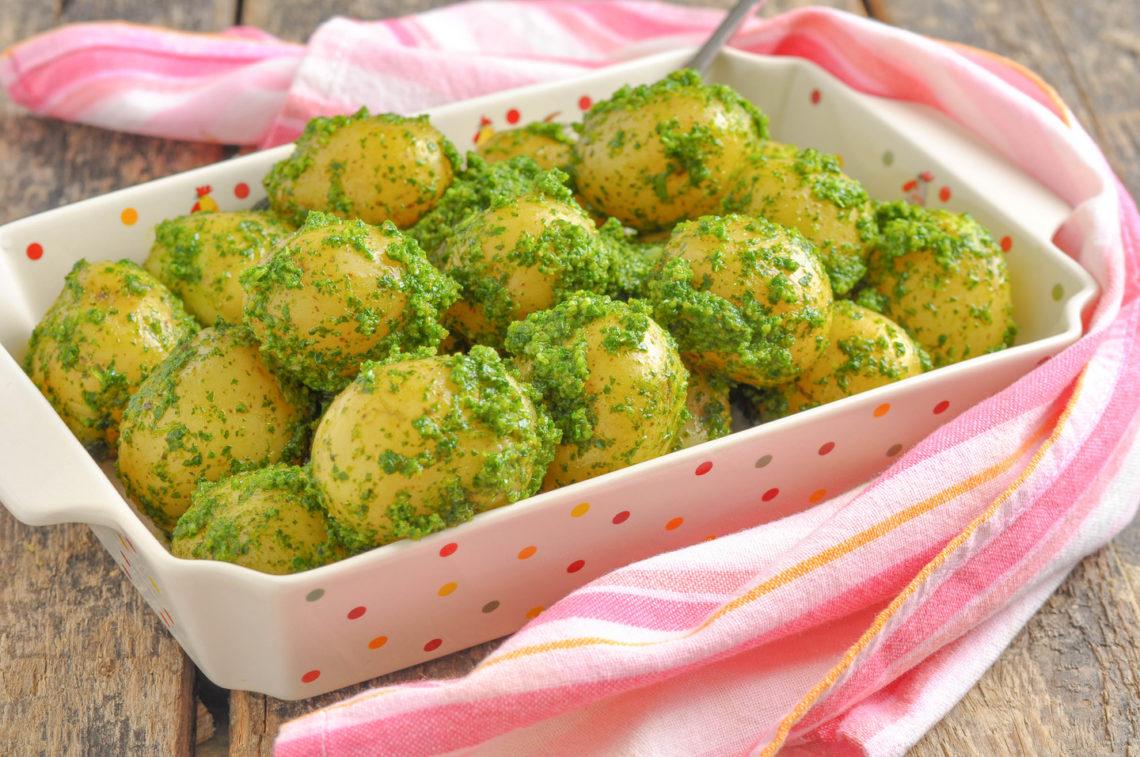 Запеченый картофель с зеленым соусом
