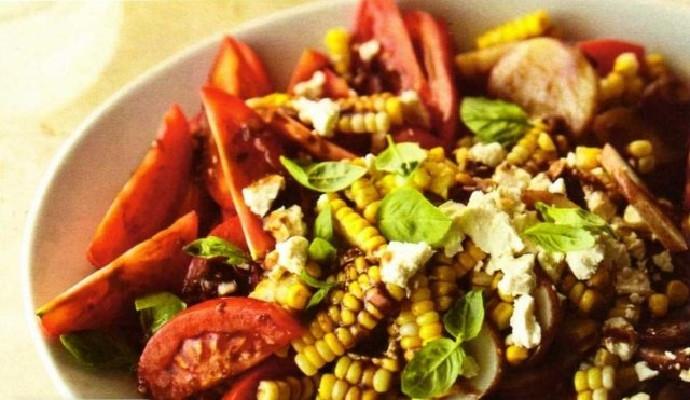 Картофельный салат с фетой и помидорами