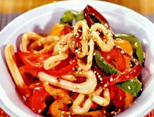 Кольца кальмаров с овощами