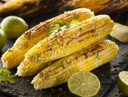 Кукуруза в початках в мексиканских тонах