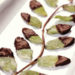 Вкусный десерт из мятных листьев в шоколаде