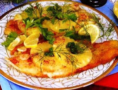Морской окунь с ананасом