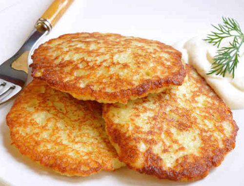 Картофельные оладьи с луком и чесноком