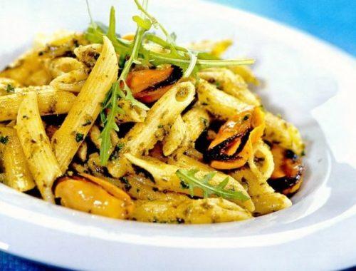 Паста с морепродуктами и соусом