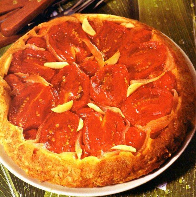 """Пирог """"Татен"""" с помидорами и луком"""