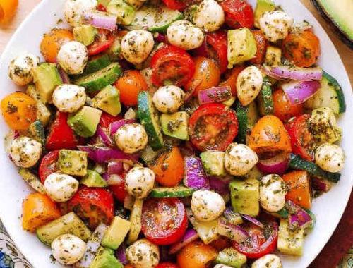 """Салат из грибов с сыром """"Фета"""" и помидорами"""