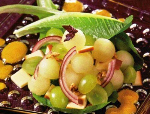 Салат с дыней и виноградом