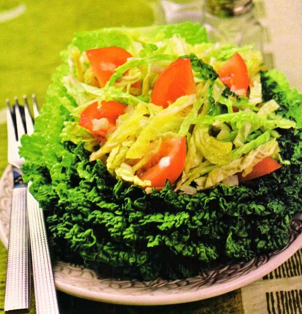 Салат из савойской капусты и помидоров