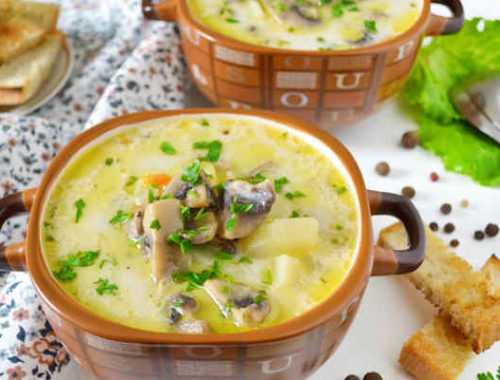 Суп с сушеными грибами в горшочке