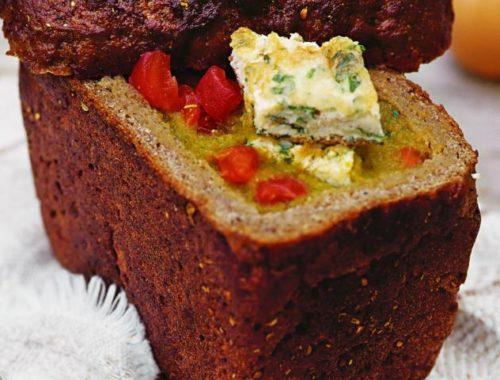 Холодный овощной суп в хлебе