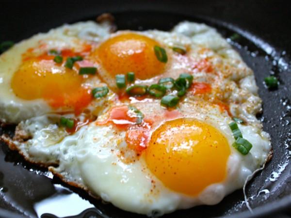 Яичница-глазунья с орехами